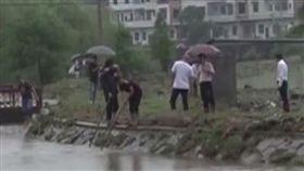 中國大陸,暴雨,淹水,湖南,姊妹,大水,沖走,失蹤(圖/微博)