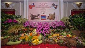 總統府內的國宴布景設計,是由台灣特色花卉和農作所組成。(圖/翻攝蔡英文臉書)