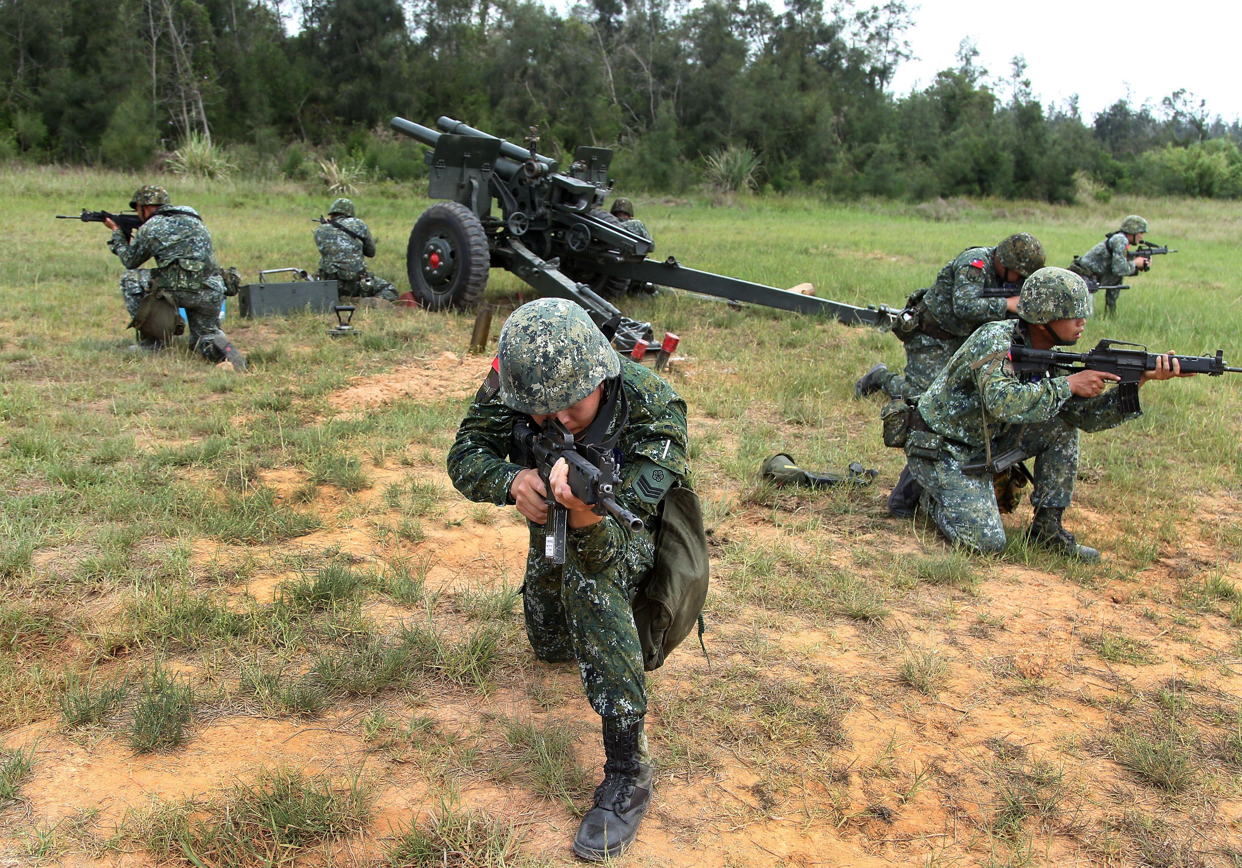 砲兵部隊藉連續偵查、選擇與佔領戰地。(記者邱榮吉/金門拍攝)
