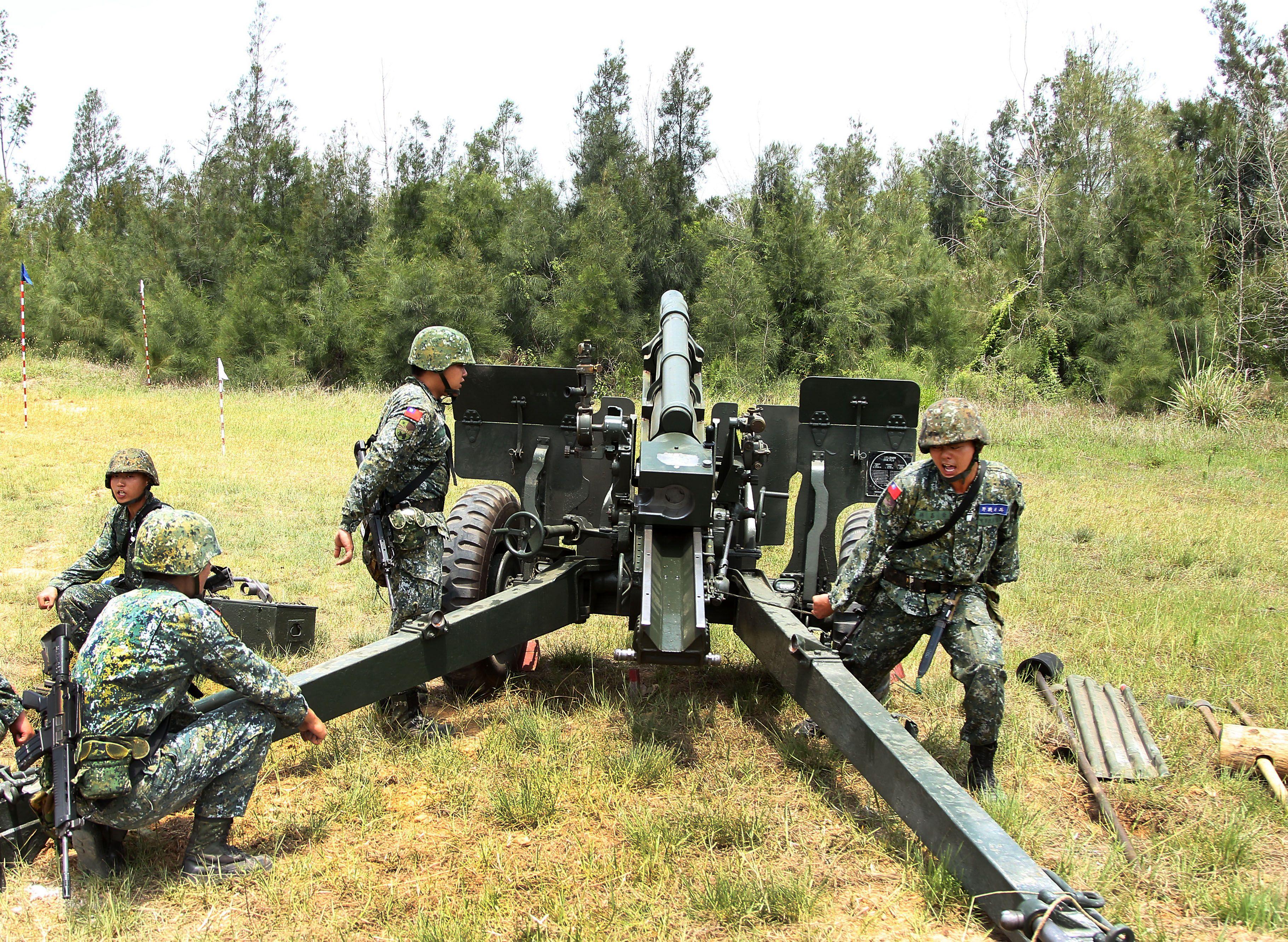 砲兵部隊不斷變換射擊位置,持續發揚支援強大火力,支援第一線部隊。(記者邱榮吉/金門拍攝)