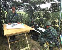 砲兵營官兵依陣地戰領程序、步驟、要領實施,展現純熟的默契與操作流暢度。(記者邱榮吉/金門拍攝)