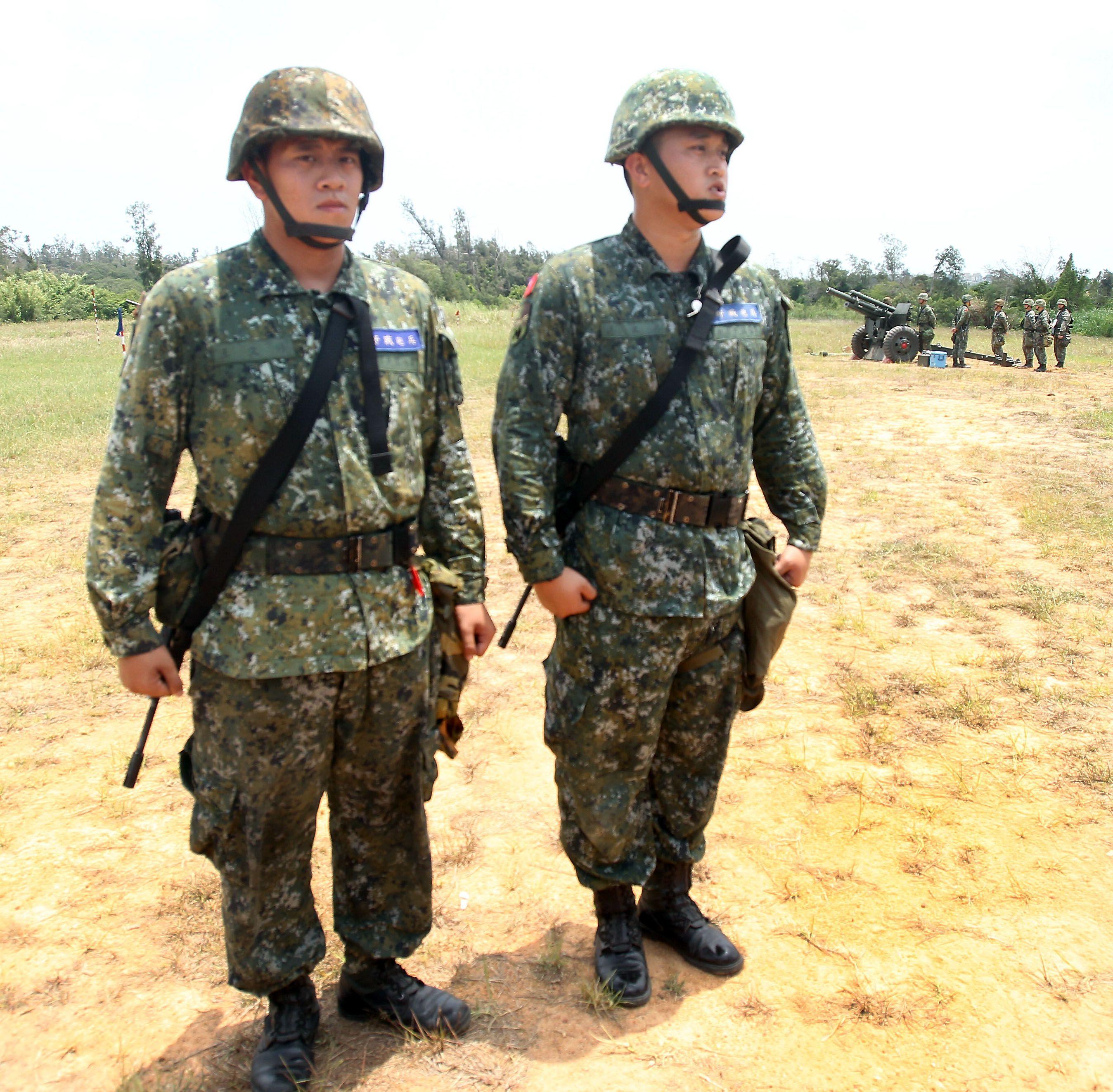 砲三連還有兩位金門本地志願入伍的親兄弟檔王文彥和王文修,在同一砲班服役。(記者邱榮吉/金門拍攝)
