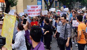 不滿政府擬通過經濟特區法 越南民眾上街頭示威 圖/路透社/達志影像
