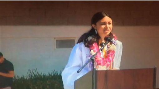 美國女高中生畢業致詞談性侵遭學校關麥消音(圖/翻攝自YouTube)