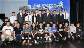 LUXGEN總經理蔡文榮親自主持贈車儀式。(圖/LUXGEN提供)
