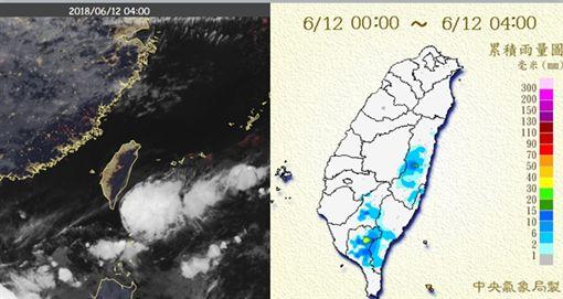 左圖:今(12日)晨4時真實色影像衛星雲圖顯示,滯留鋒在巴士海峽,蘭嶼上空為砧狀雲、雨已停,台灣各地大多晴朗。右圖:今(12日)晨4時為止日累積雨量圖顯示,高屏及花東山區離滯留鋒較近,有局部陣雨。
