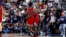 Michael Jordan與Scottie Pippen,流感之戰(圖/取自推特)