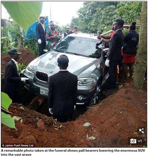 男為盡孝道,砸百萬買BMW當作棺材替爸爸風光下葬。(圖/翻攝Daily Mail)