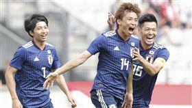 乾貴士(14)貢獻2球帶領日本奪勝。(圖/美聯社/達志影像)