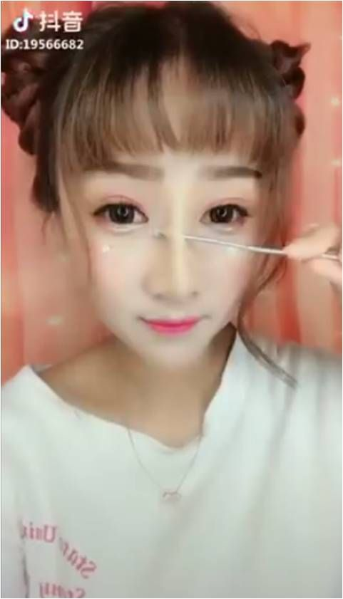 女神「鐵棒拆鼻」卸妝秒變大媽 網驚呆:根本易容術! 圖/翻攝臉書