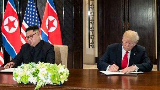 川普在推特發文,讚揚北韓金正恩放棄核武,皆大歡喜。(圖/翻攝推特)
