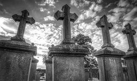墳墓,死亡,埋葬,墓碑,公墓,十字架,圖/翻攝自Pixabay