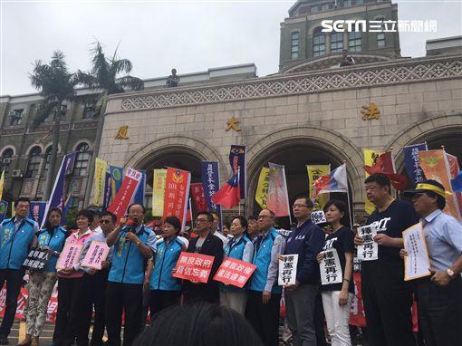 800壯士成員、藍委赴司法院遞交釋憲聲請書。翻攝畫面