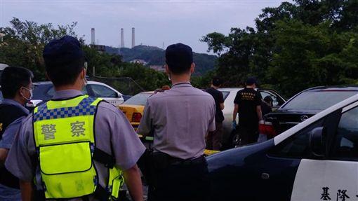 ▲警方到場檢視死亡原因(圖/翻攝自市議員楊石城臉書)
