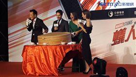 ▲▼「蟻人」與「黃蜂女」第一次體驗台灣傳統辦桌。(圖/記者邱明瑜攝)
