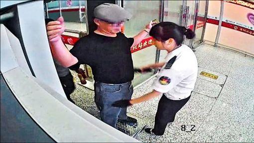 黃聖財夥同友人陳濬承,騙越籍女子何翠玲赴中洽商。翻攝照片