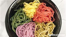 彩虹麵,阿舍食堂。(圖/品牌提供)