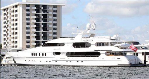 伍茲的私人遊艇─隱私號。(圖/翻攝自伍茲 Twitter)