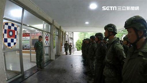 雨炸彈進逼南台!國軍出動了 雲豹甲車挺進淹水警戒區圖/民眾提供