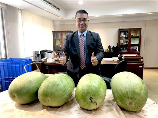 行政院發言人徐國勇在臉書推薦花蓮西瓜。(圖/翻攝徐國勇臉書)