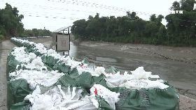 潰堤堆沙包1800