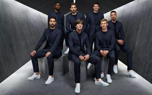 德國足球隊為德國時尚品牌HUGO BOSS代言拍攝的宣傳照/HUGO BOSS官網