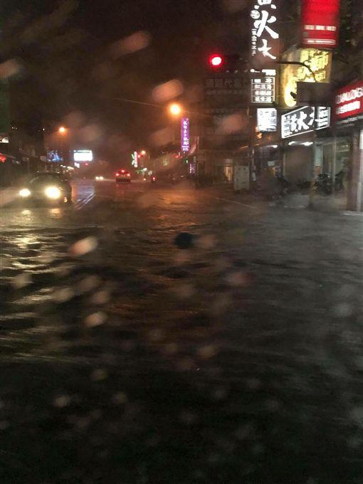 淹水,警戒,梅雨,水災,災情,豪雨,水利署,豪雨,大雨,台南 圖/翻攝自臉書 ID-1402824