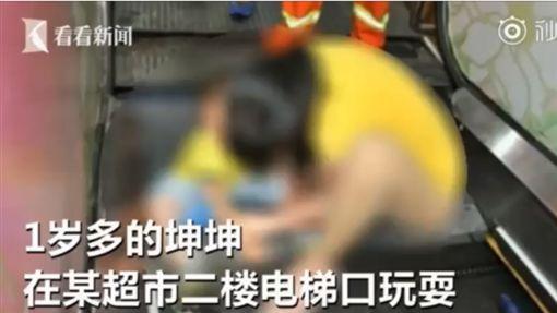 中國大陸,男童下體,被電扶梯夾掉包皮(圖/看看新聞)