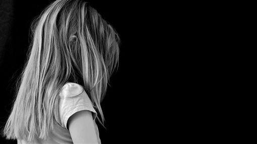 女童(翻攝自Pixabay)