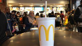 英麥當勞擴大禁用塑膠吸管環保意識高漲,1361家英國與愛爾蘭麥當勞分店將在9月開始擴大禁用塑膠吸管,改用紙吸管。中央社記者戴雅真倫敦攝 107年6月15日