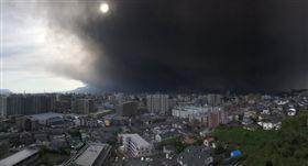 鹿兒島櫻島火山噴發。(圖/翻攝自推特)
