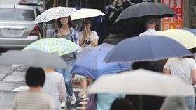 低壓帶影響  天氣不穩定低壓帶影響,全台天氣不穩定,中央氣象局11日清晨發布20縣市大雨特報,氣象局表示,午後降雨就會趨緩。中央社記者徐肇昌攝  107年6月11日