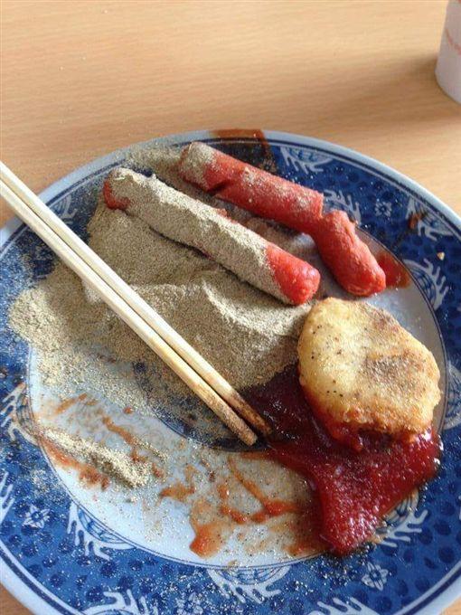 早餐,熱狗,胡椒粉,悲劇,重口味,爆廢公社 圖/翻攝自臉書爆廢公社