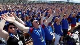 對於世足賽,冰島民眾總動員。(圖/路透/達志影像)