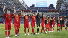 比利時在獲勝後向全場球迷們致謝。(圖/美聯社/達志影像)
