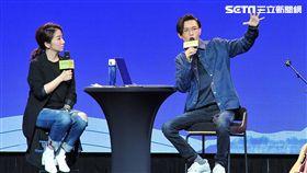 聽方大同分享創作經驗,陶晶瑩自嘲仍屬爛歌階段。(圖/台視提供)