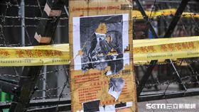 八百壯士反年改,丟雞蛋水球抗議。 (圖/記者林敬旻攝)