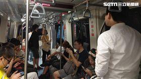 0619台北捷運,辛亥到忠孝復興捷運掛了(圖/記者王怡翔攝影)