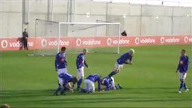 影/首次踢進世足賽 冰島隊不練球整隊竟全是「喜劇演員」 圖/翻攝自BC2GEEK YoTube https://www.youtube.com/watch?v=3wK_v9koL3Y