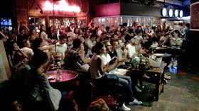 ▲到運動吧一起看比賽是世足賽的潮流。圖為台北花博法式主題餐廳。(圖/記者林辰彥攝影)