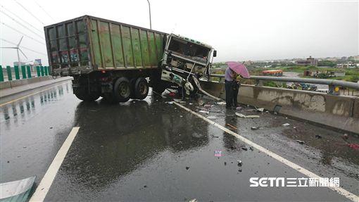 台61線貨櫃車車禍/翻攝畫面