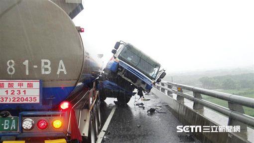 台61線油罐車車禍/翻攝畫面