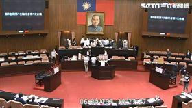 立法院臨時會,軍人年改,國民黨,民進黨,衝突,推擠,主席台,年改  翻攝自立院直播