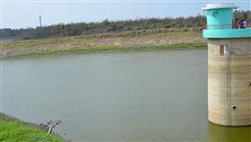 澎湖雨勢間歇 水庫進水有限旱象難解澎湖地區近日有陣雨和局部大雨,炎熱高溫天氣雖有緩和,但雨勢斷斷續續,水庫進水量不足,旱象仍難以解除。(資料照片)中央社  107年6月19日