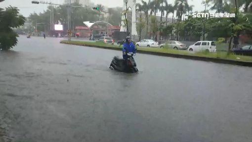 西南氣流發威 南台灣多處淹水汽機車拋錨