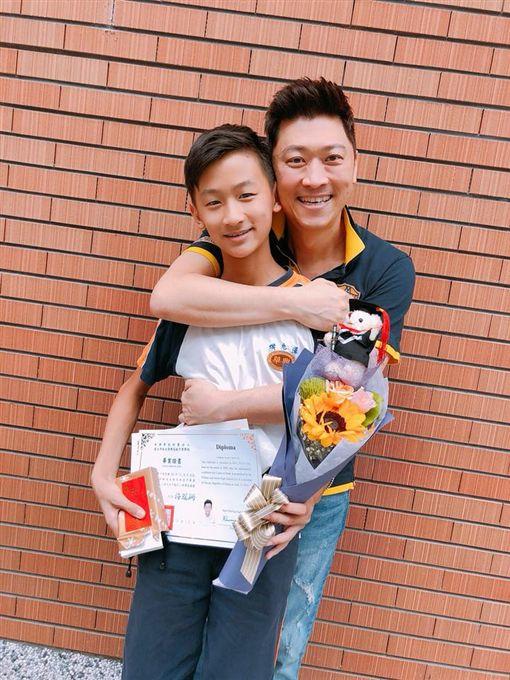 ▲▼侯昌明兒子kenken今年才從國小畢業。(圖/翻攝自臉書)