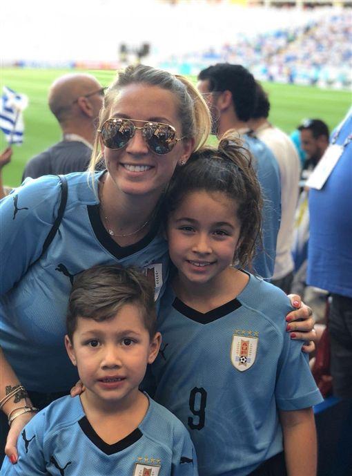 蘇亞雷斯的美人妻和兒女。(圖/翻攝自蘇亞雷斯(Luis Suarez)推特)