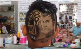 ▲C羅附頭!世足熱另類球星髮型這樣剪  (圖/翻攝自泰國網臉書)