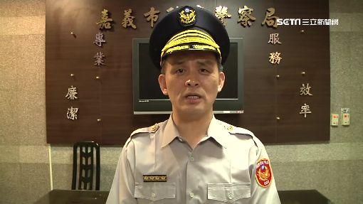 交管勤務成落湯雞 網友:哪個官員讓警淋雨