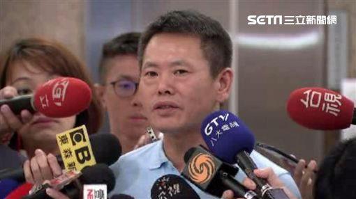 林為洲民調居冠未獲提名,在鏡頭前哽咽哭